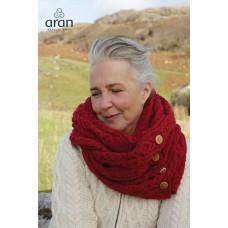 Aran Woollen Mills - colsjaal met knopen