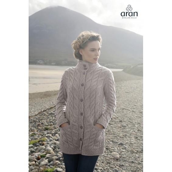 Aran Woollen Mills - damesvest met knopen en twee zakken