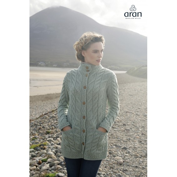 Aran Woollen Mills - vest met knopen en twee zakken
