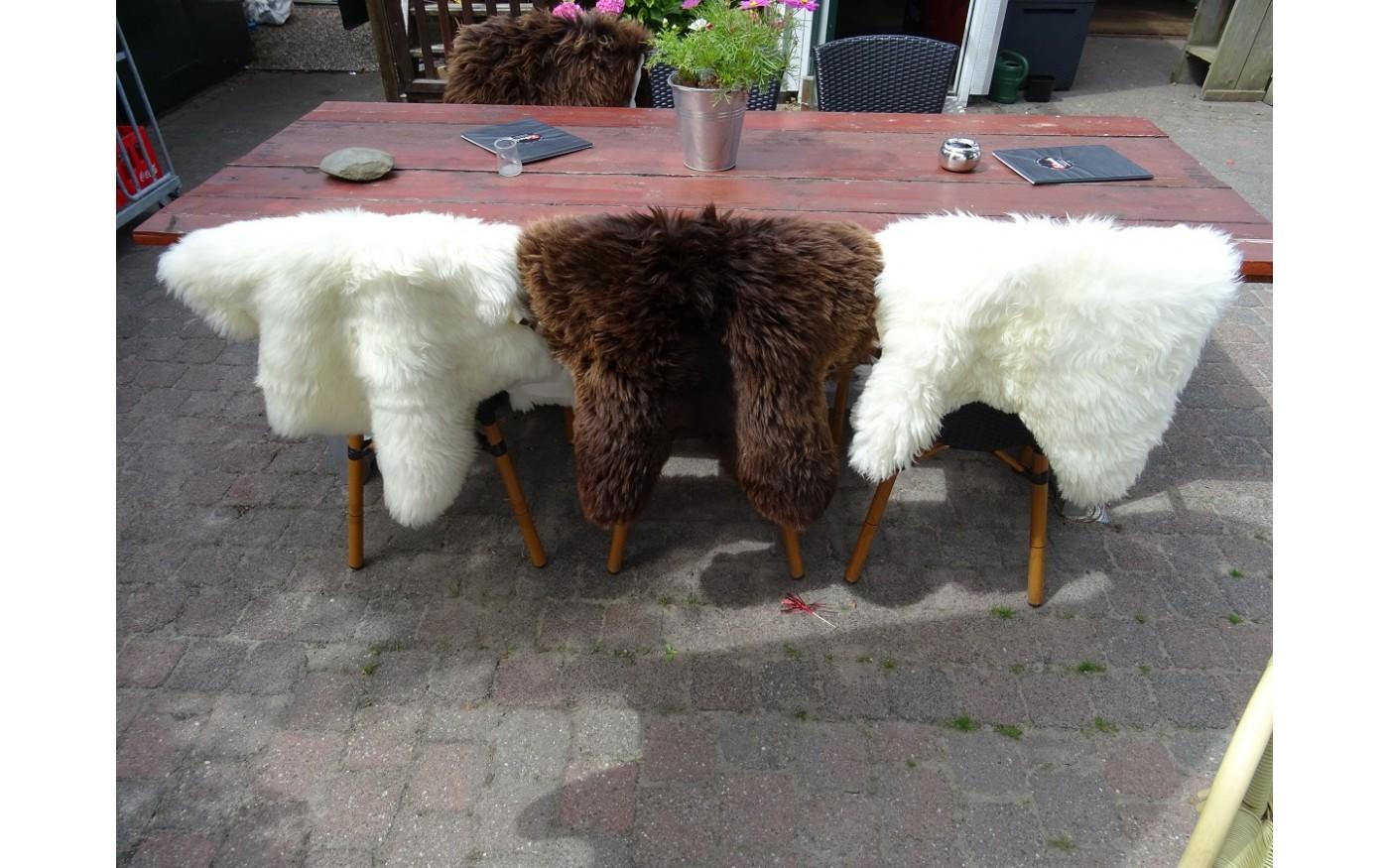 Schapenvacht Over Stoel : Je café of restaurant verzachten met texelse schapenvachten