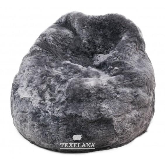 Zitzak van schapenvachten grijs geverfd
